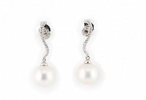 Pendientes en oro blanco de 18k y diamantes, con dos perlas