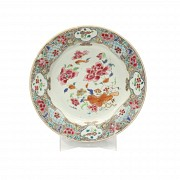 A chinese porcelain plate, 18th century