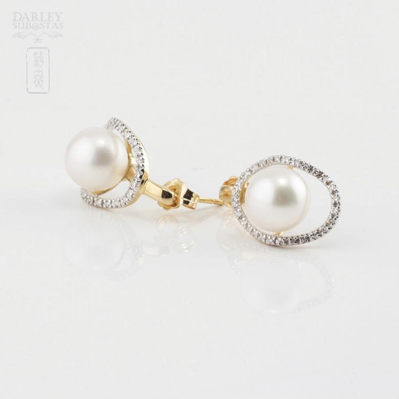 18K黄金配圆白珍珠钻石耳环 - 2