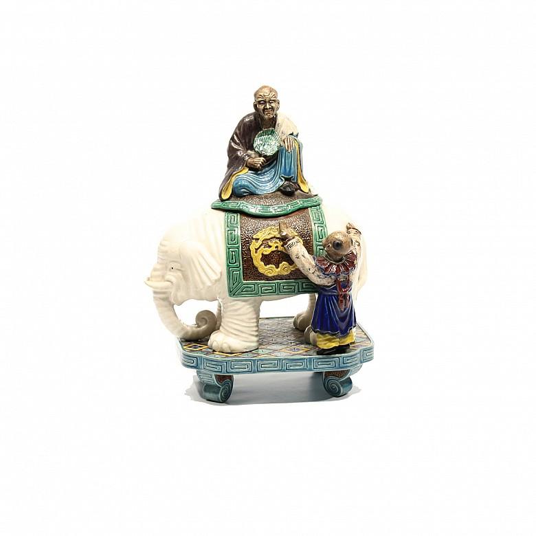 Figura de porcelana esmaltada, China, posiblemente s.XIX