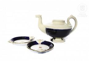Teapot and two plates by Antonio Peyró (1882-1954).