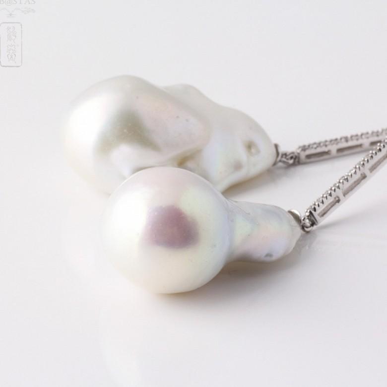 Pendientes Perla natural Barroca y Brillantes en oro blanco de 18k. - 3