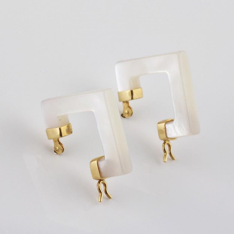 天然珍珠母配18K黄金耳环