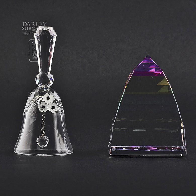 Dos piezas en cristal de Swarovski, campana y piramide