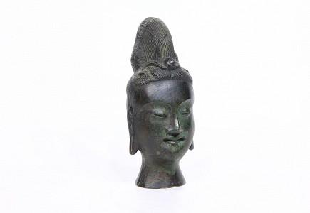 Escultura que representa la cabeza de Guanyin, China, pps.s.XX.