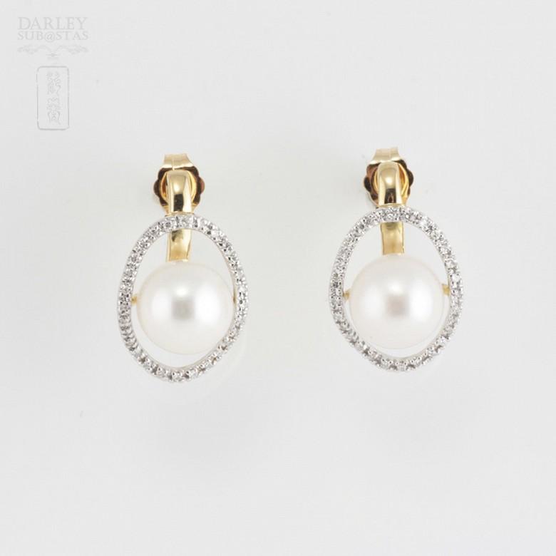 18K黄金配圆白珍珠钻石耳环