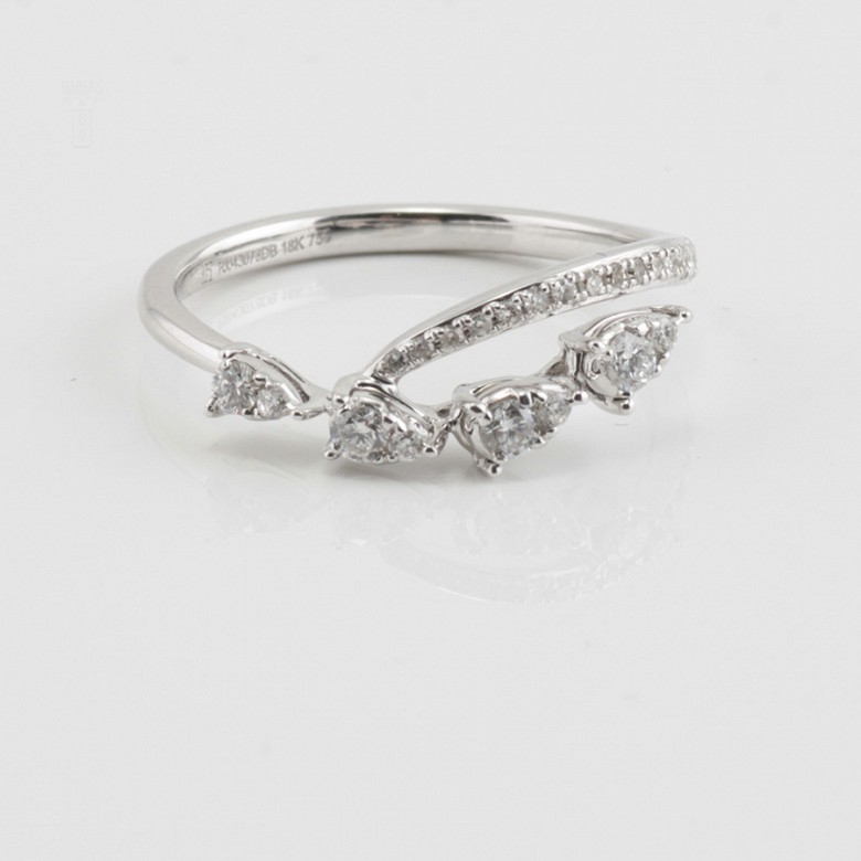 Original ring in 18k white gold and diamonds 0.29cts