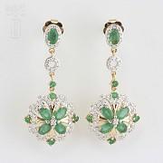 Fantásticos pendientes esmeraldas y diamantes