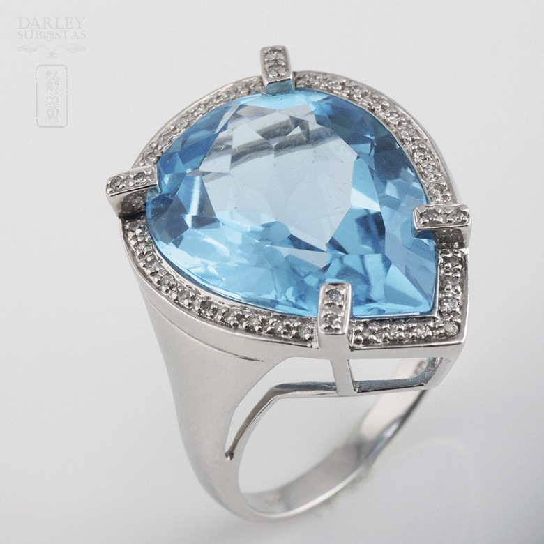 Ring with Topaz 17.27 cts and Diamonds in  White Gold