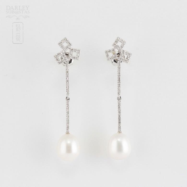 18K白金配圆白珍珠钻石耳环
