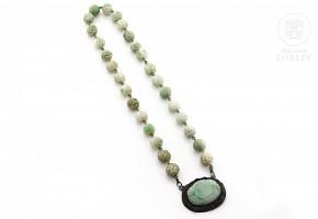 Gargantilla de jade tallado, s.XIX
