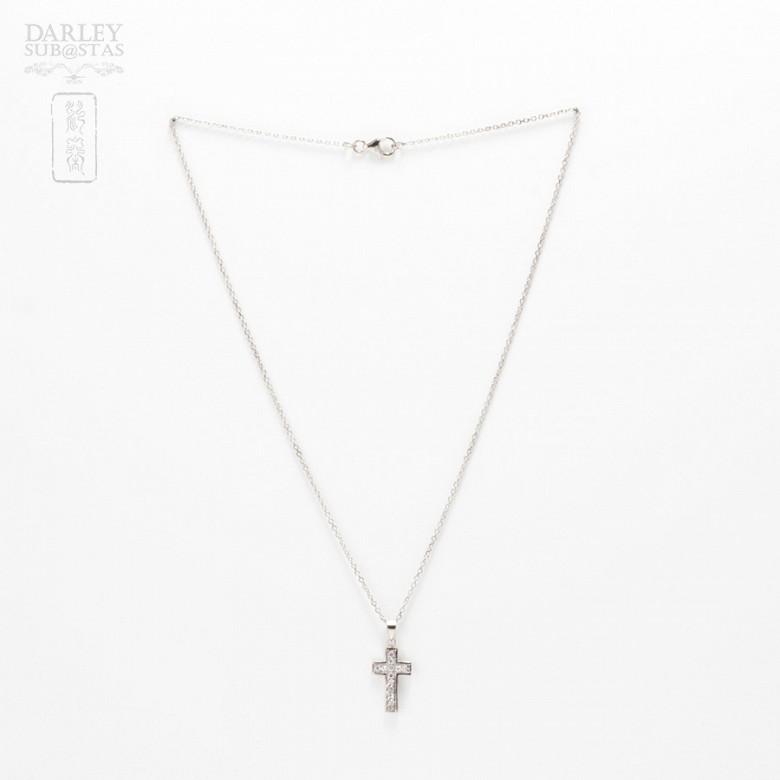 Collar cruz con circonitas en plata y rodio - 1
