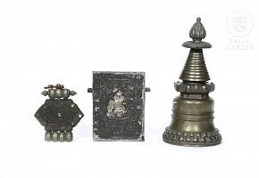 Lot of three Tibetan objects, 20th century