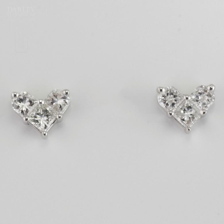 18K白金镶0.67克拉心型钻石耳钉 - 4