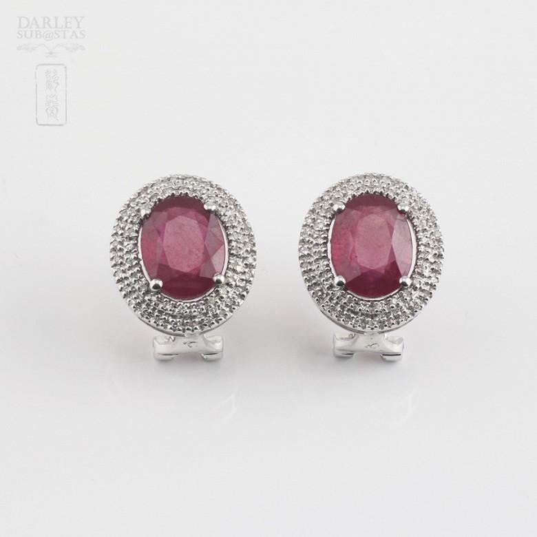 Pendientes con rubí natural 6,28cts y diamantes en oro blanco