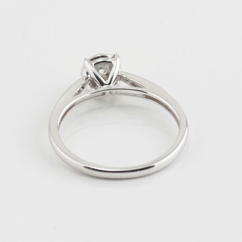 18K白金镶钻石戒指 - 4