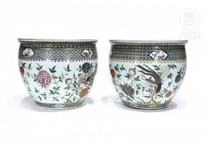 Pair of famille verte flowerpots, Chinese porcelain enameled, 19th-20th c.