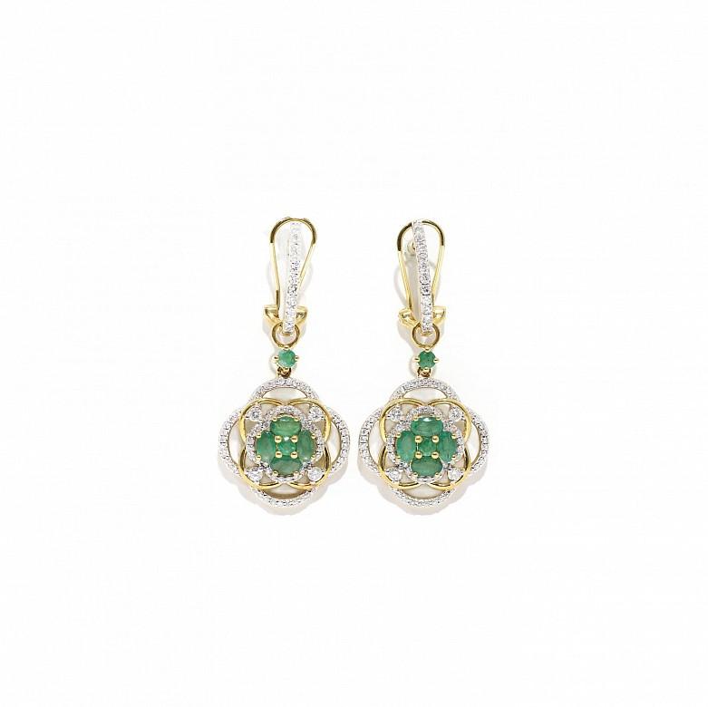 Pendientes en oro amarillo de 18k, esmeraldas y diamantes