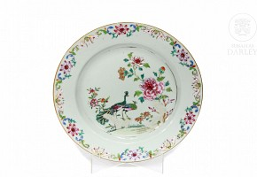 Porcelain plate, famille rose, Qing dynasty.
