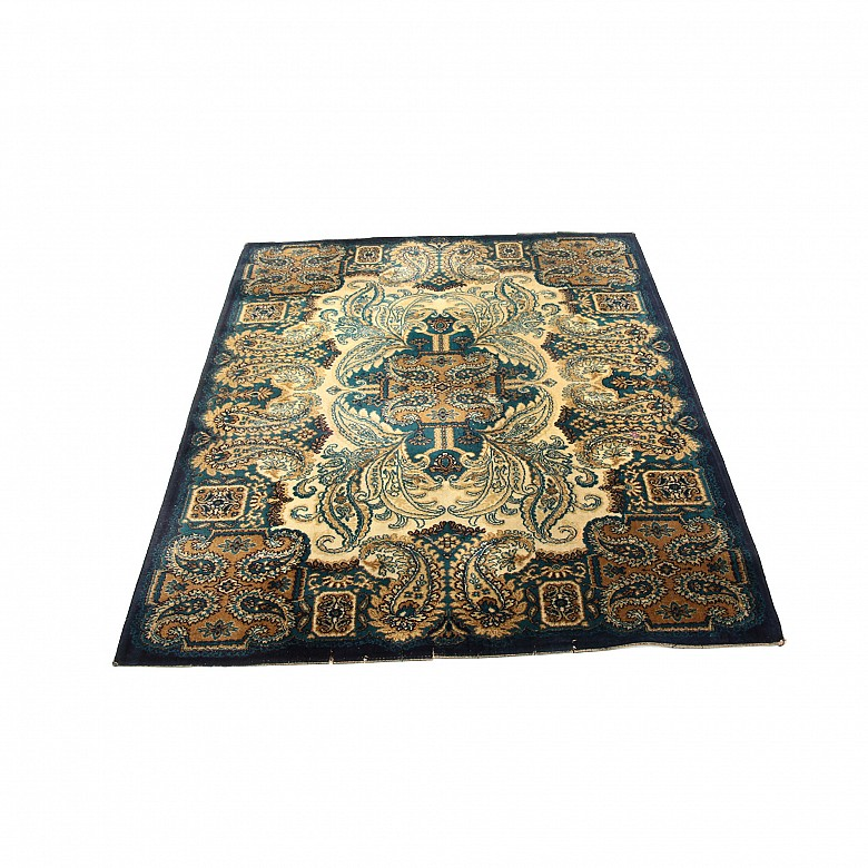 Combed wool rug, made in Coronado Factory
