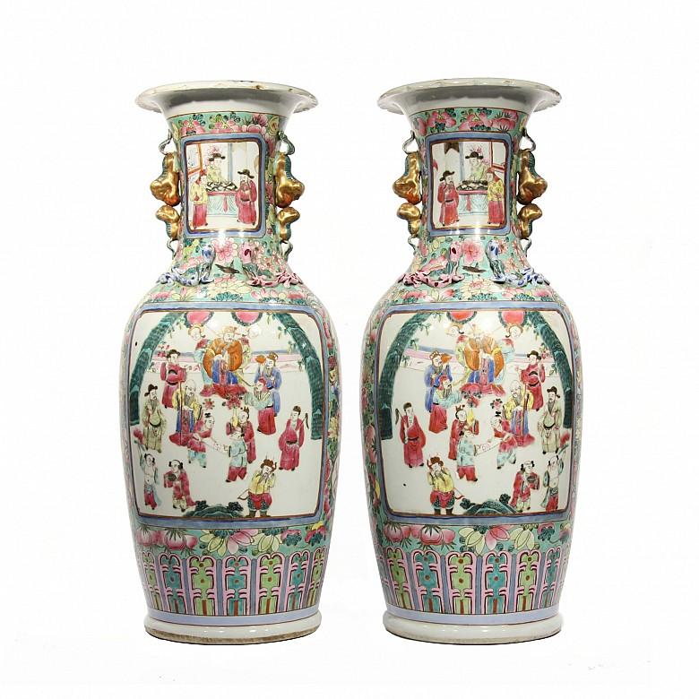 Pareja de jarrones en porcelana china, dinastía Qing, s.XIX