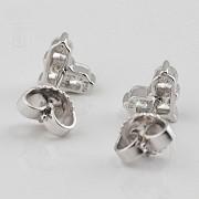 18K白金镶0.67克拉心型钻石耳钉 - 3
