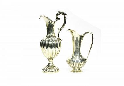 Lote de dos jarras de plata, España, s.XX