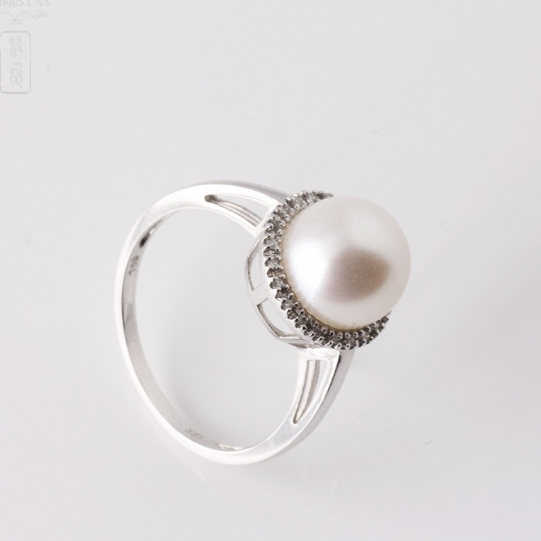 Anillo con perla blanca y diamantes en oro blanco de 18k - 4