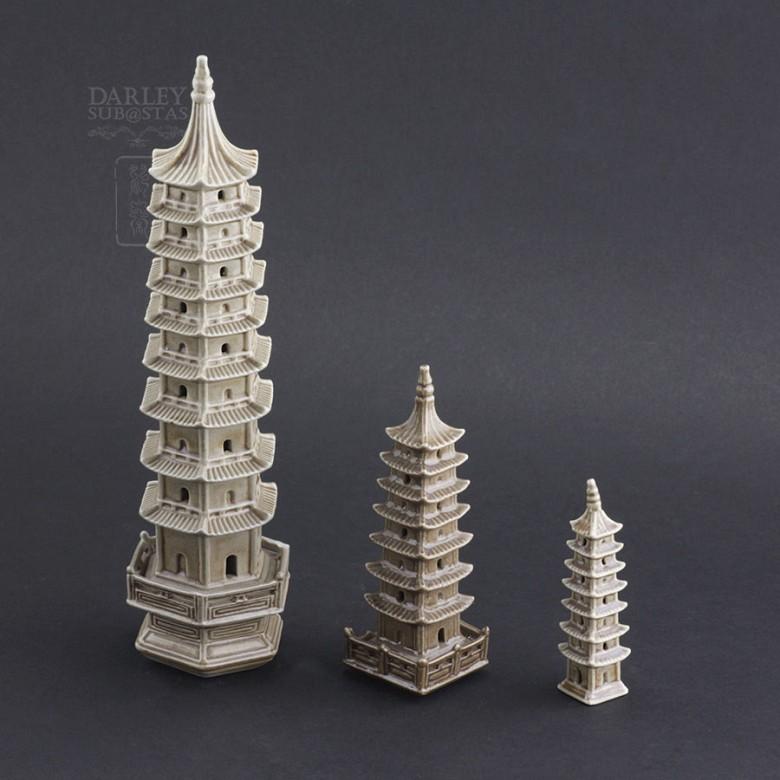 Tres pagodas de cerámica - 2