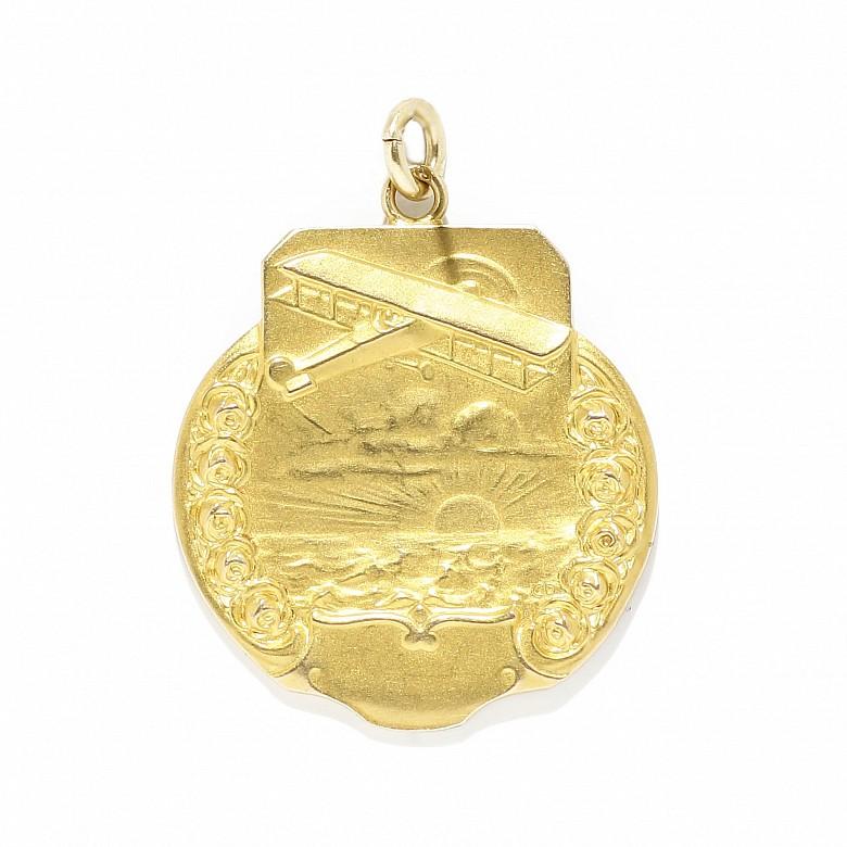 Medalla antiguo de oro amarillo de 18k.