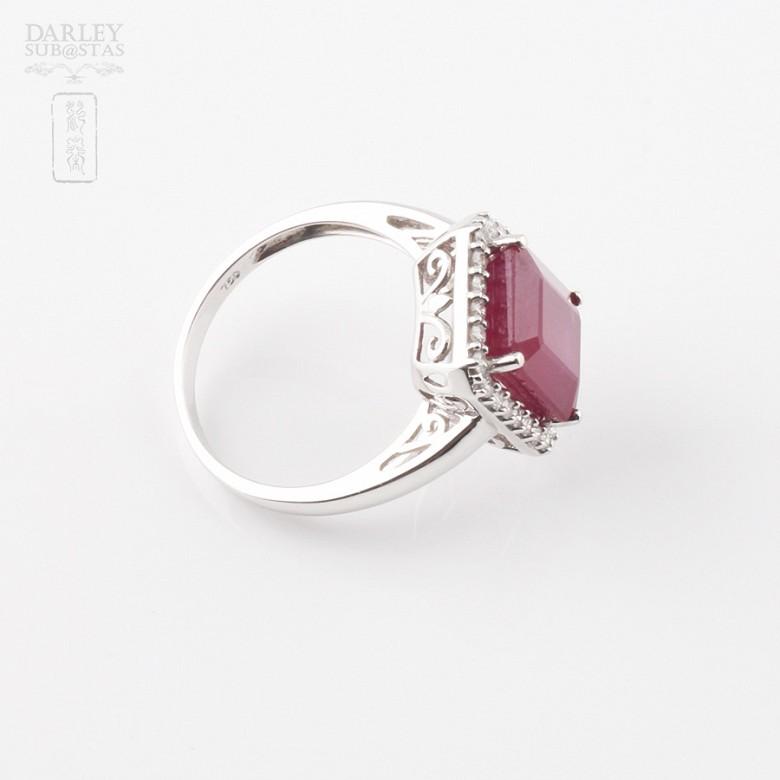 Anillo con rubí 8.25cts y diamantes en oro blanco de 18k - 2