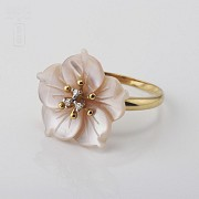 Ring with Pink pearl and diamonds in yellow gold