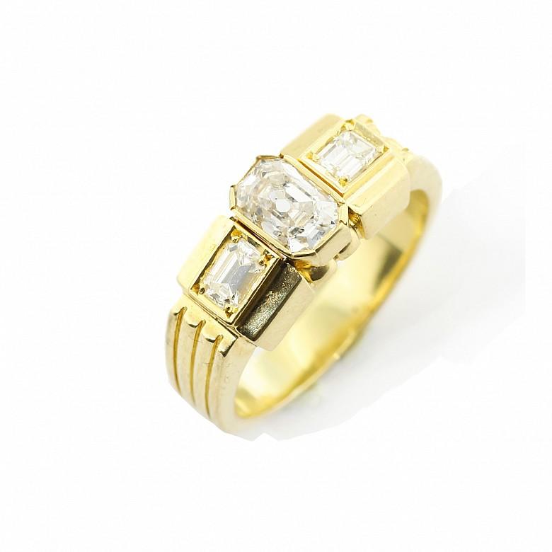 Anillo en oro amarillo de 18k, con diamantes