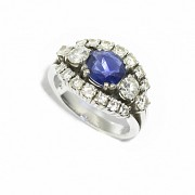 18kts white gold ring with sapphires and diamonds