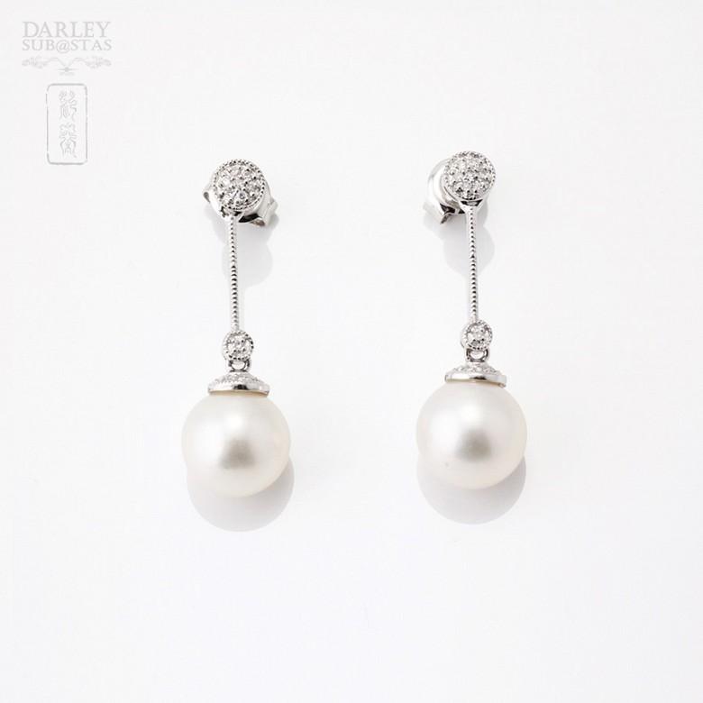 18K白金耳环配挂珍珠与钻石