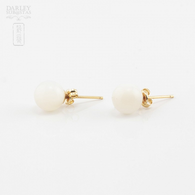 18k yellow gold natural mother of pearl earrings - 3