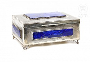Jewelry box made of silver with four pieces of lapis lazuli, 20th century.