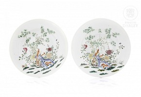 Pair of dishes decorated with phoenix and bamboo, late Qing dynasty.