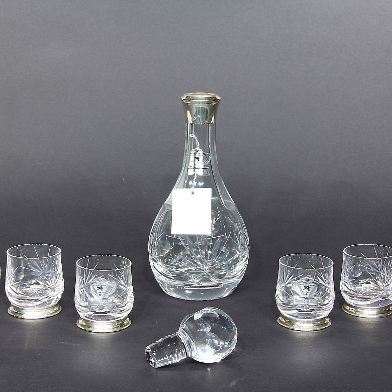 Set of decanter with six glass and silver glasses. - 1