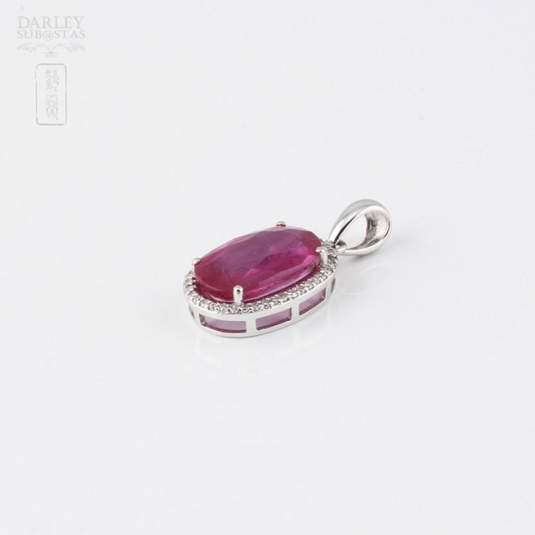 Colgante con rubí  5,30 cts y diamantes en oro blanco de 18k - 2