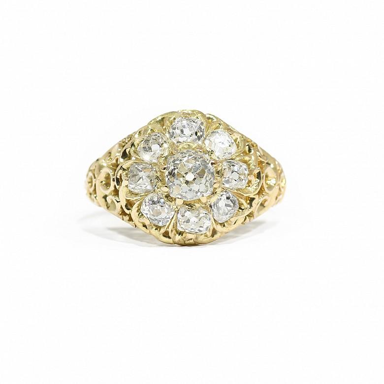Sortija con diamantes talla antigua, en oro amarillo 18k