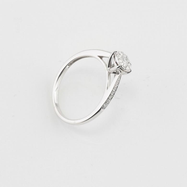 Anillo rosetón en oro blanco y diamantes 0.33cts - 1