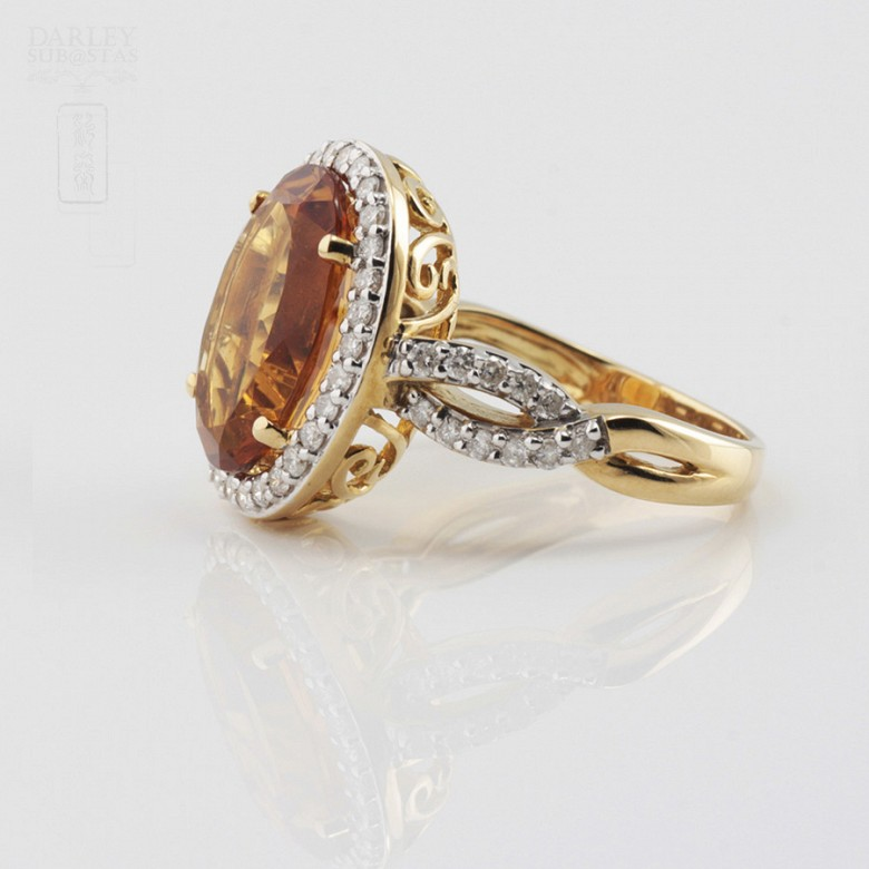 0.65cts fantastic ring with diamonds and 18k yellow gold citrine