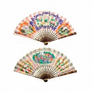 Chinese fan, 19th century. Lacquered rods and fluted hand-painted in both sides paper.