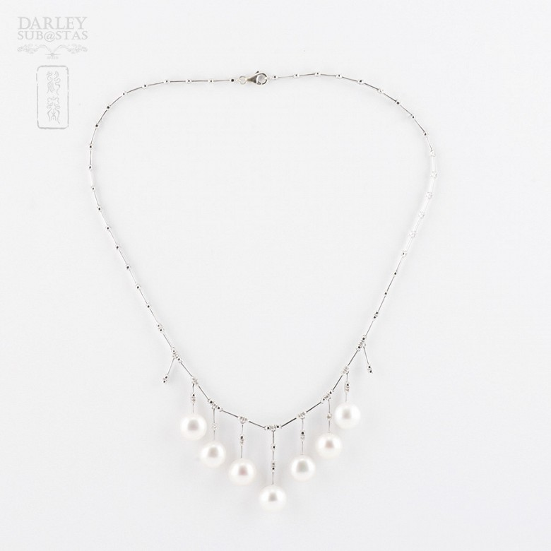 necklace with  Natural pearl and diamonds  in 18k