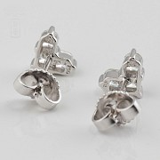 Pair of earrings in 18k white gold and diamonds. - 3