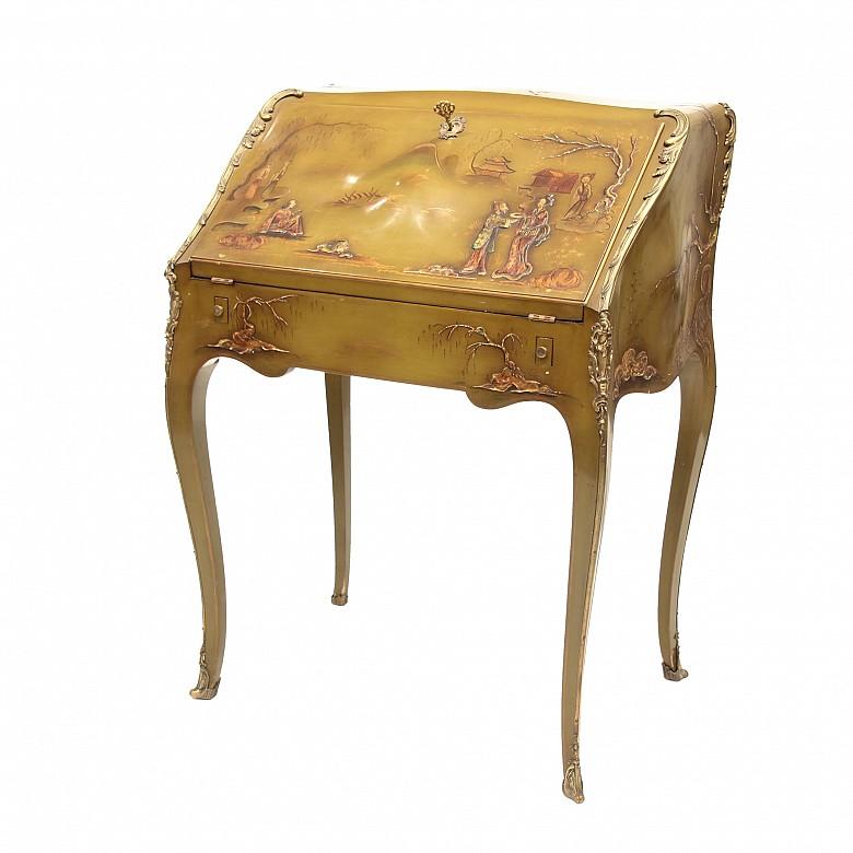 Escritorio de dama lacado, estilo Luis XV, s.XX