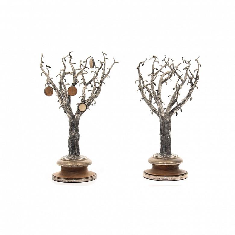 Pareja de árboles de plata con peana de madera, España, s.XX