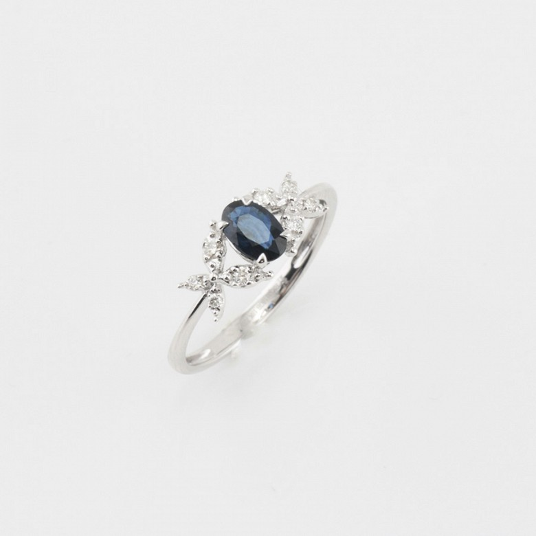 Precioso anillo oro blanco 18k, diamantes y zafiro - 3