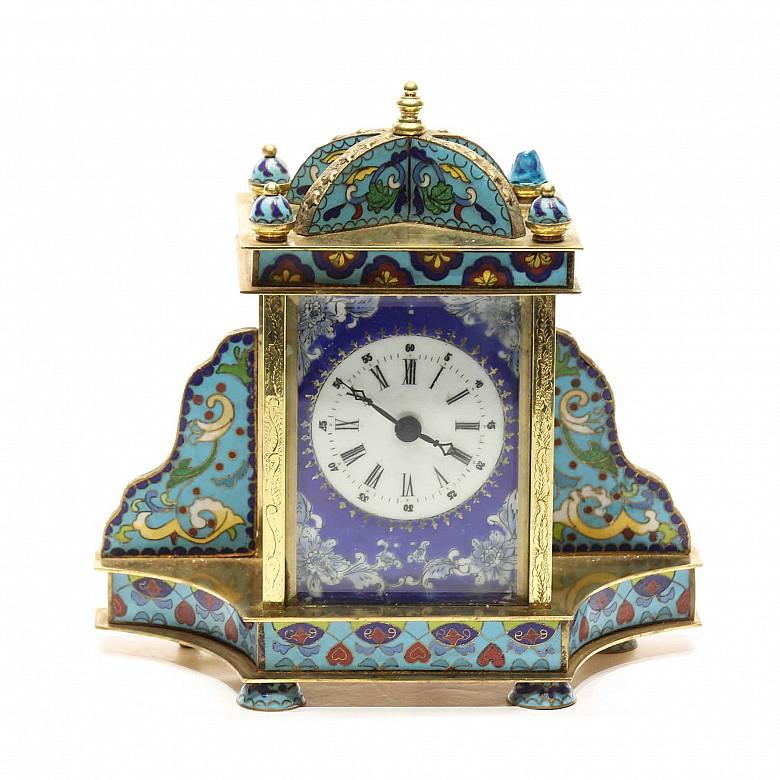 Reloj de sobremesa de bronce con esmalte cloisonné, s.XX